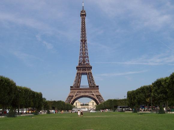 vé máy bay đi pháp - tháp Eiffel